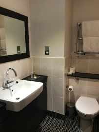 DE VERE WOKEFIELD ESTATE bathroom (2)