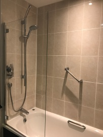 DE VERE WOKEFIELD ESTATE bathroom